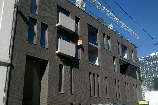 Fasada klinkierowa biurowca Auxilia w Antwerpii (Belgia)
