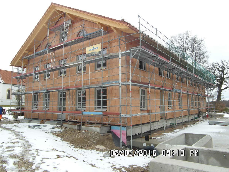Budowa domu wielorodzinnego z garażem podziemnym w Oberpframmen (Niemcy)