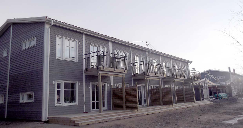 Roboty ogólnobudowlane w budynkach mieszkalnych w zabudowie szeregowej w Umeå (Szwecja)